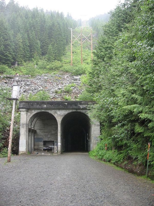 Tunnel_west-1